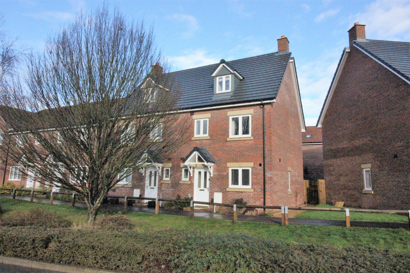 4 Bedrooms Semi Detached House for sale in Malone Avenue, Swindon